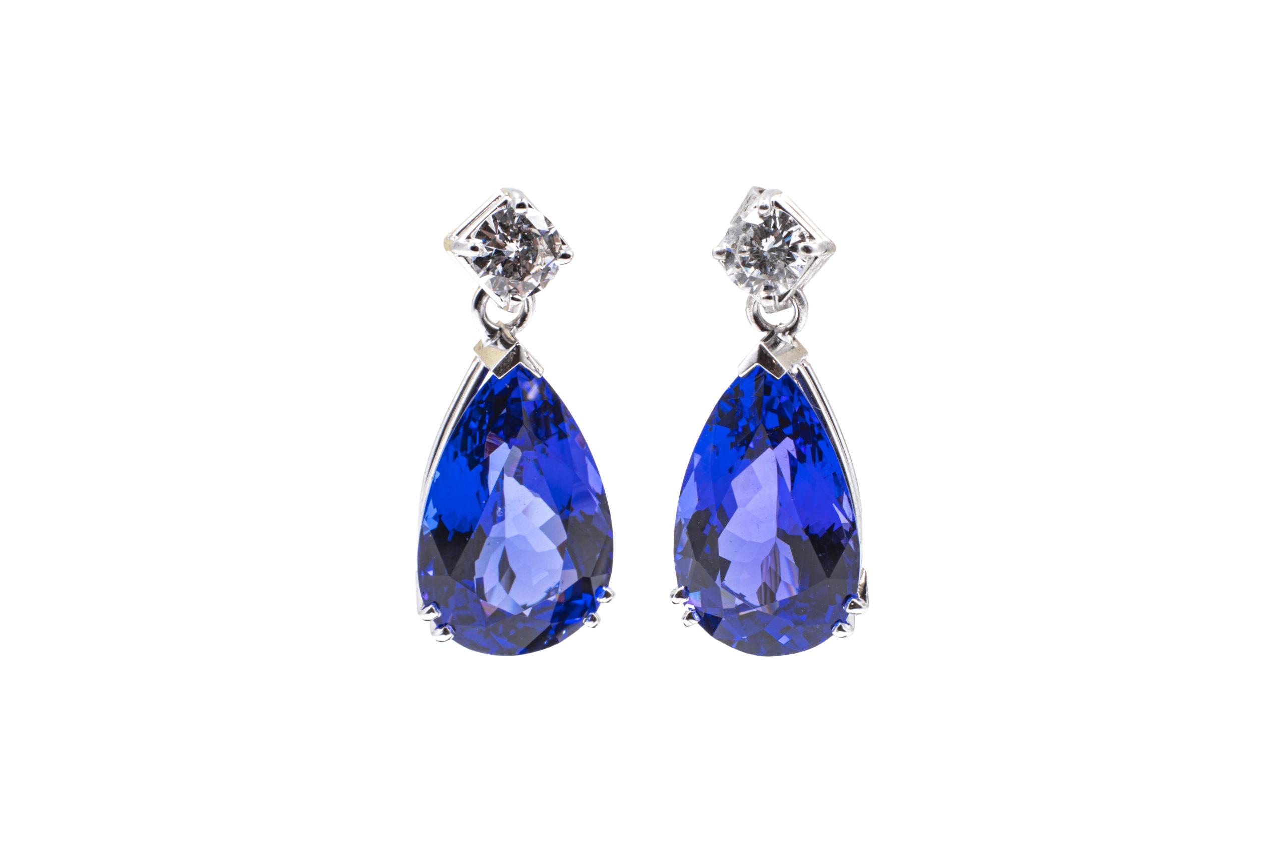 Blaue Saphir Ohrringe / The Natural Gem GmbH - Mineralogie facettenreich wie das Material
