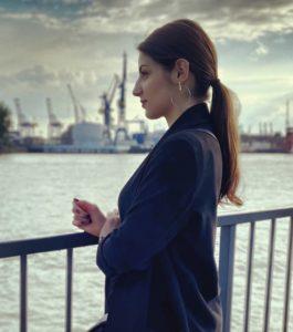 Viktoria Akopjan - Student & Blogger / Precious metal - services of man