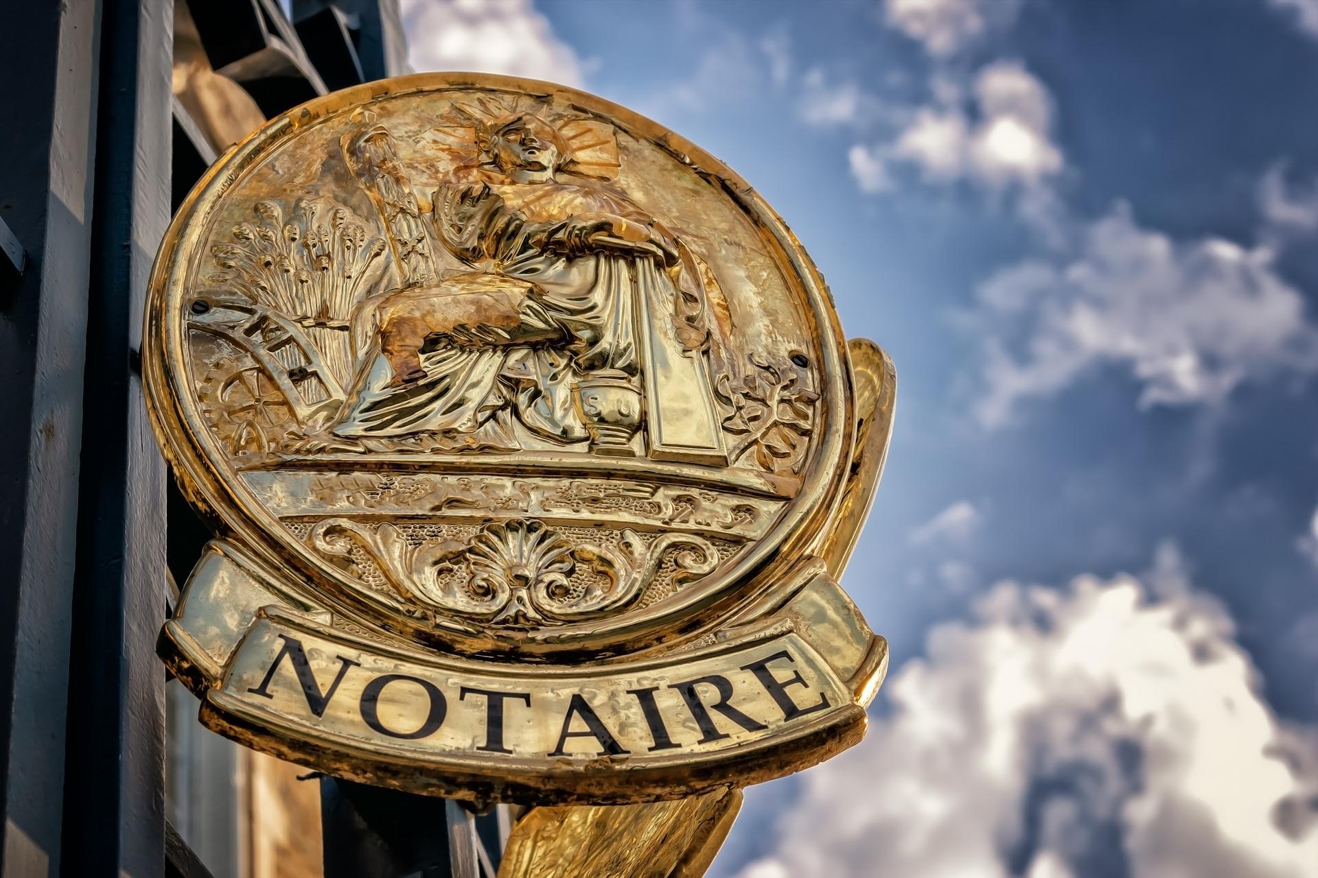 Der Weg zum Notar ist teuer / Pixabay