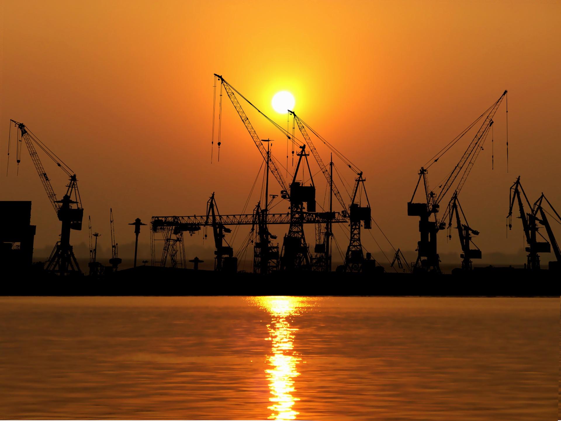 Chaînes d'approvisionnement : Processus de transport, de stockage et de distribution / Free-Photos